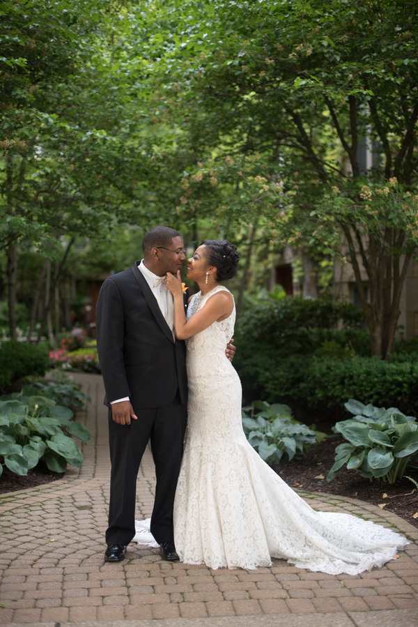 the-coordinated-bride-harris_bariteau_rheawhitneyphotography_candtbrideandgroomportrait95_low