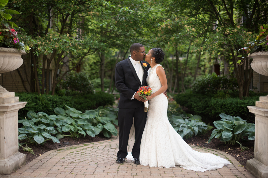 the-coordinated-bride-harris_bariteau_rheawhitneyphotography_rwp51571_low