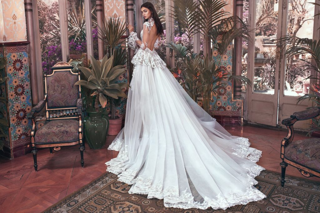 The_Coordinated_Bride_Galia_Lahav_Victorian_Afinity_Tesla and Tesla train