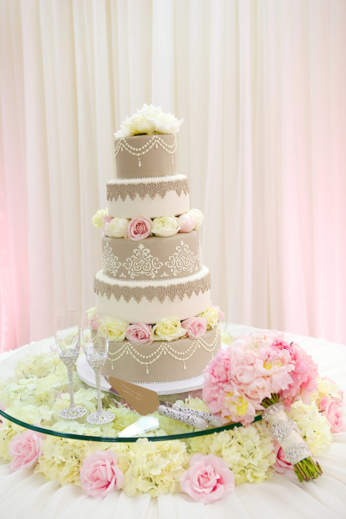 The Coordinated Bride Cake Inspiration 3