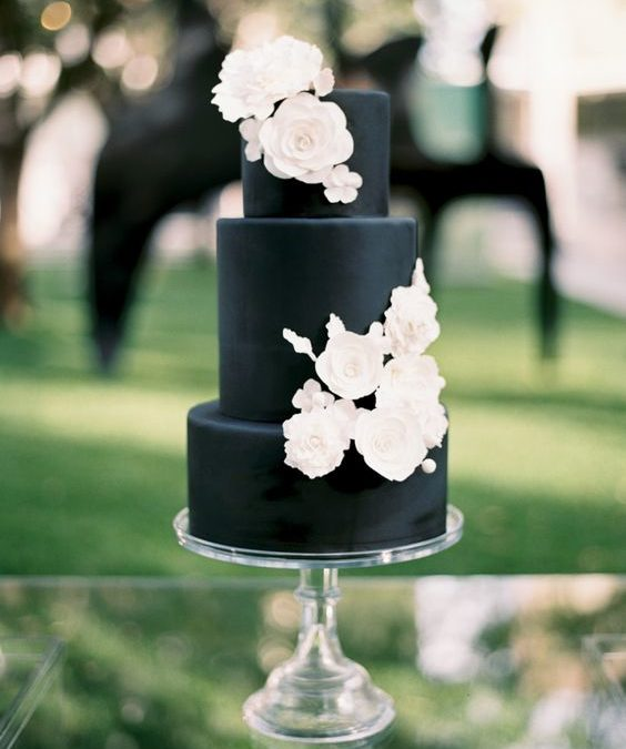 Fall Weddings Are Draped In Black, And We Can't Get Enough