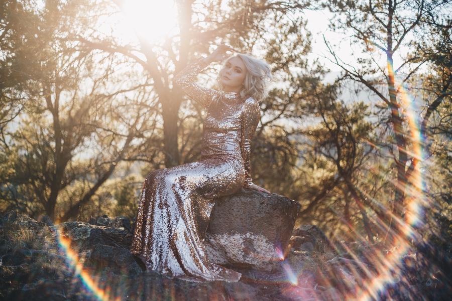 Mountain Sparkles – A Senior Session
