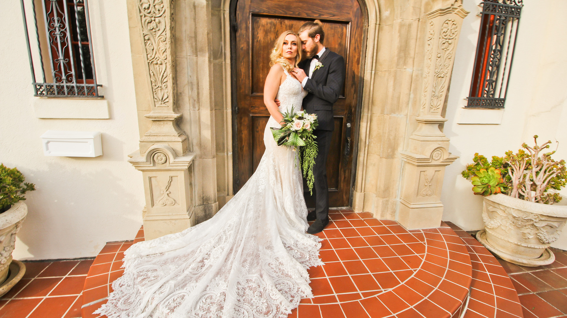Luxe Golden and Green Southern Mansion Wedding – Styled Shoot