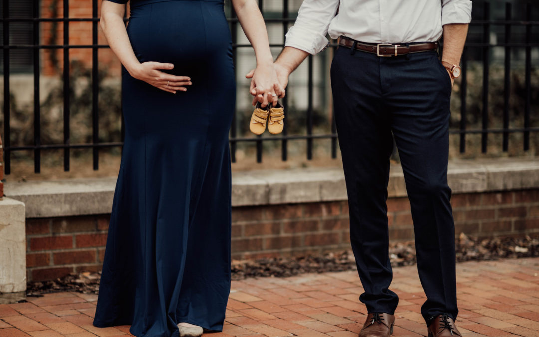 An Intimate In-Home Lifestyle Maternity Shoot